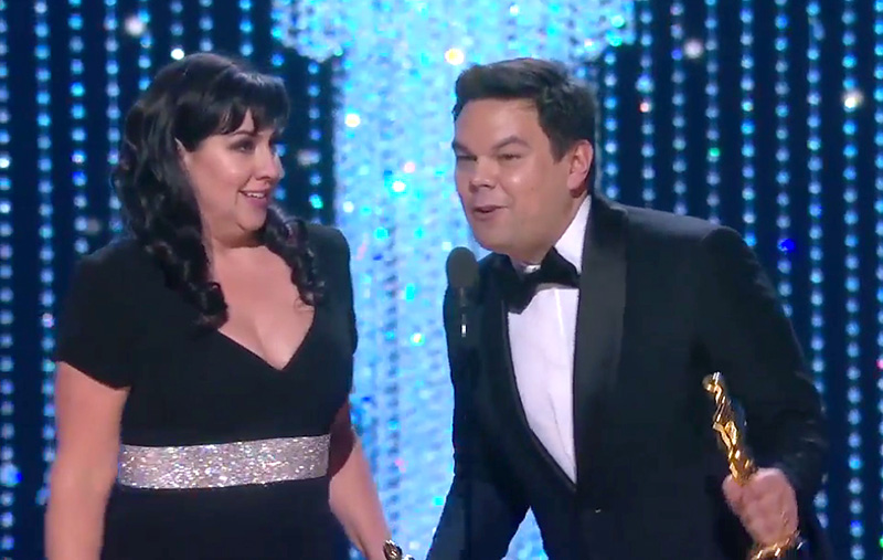 Kristen Anderson-Lopez and Robert Lopez receive their Oscars for the song 'Remember Me' from <i>Coco</i>